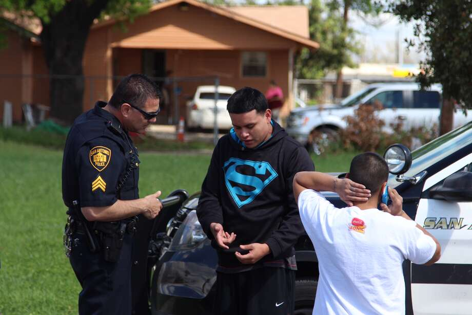 San Antonio Police investigate where a man in his early 20s accidentally shot himself in the leg with a handgun in his vehicle in the 2900 block of Jane Ellen Street on Saturday, March 12, 2016. Photo: By Tyler White, San Antonio Express-News
