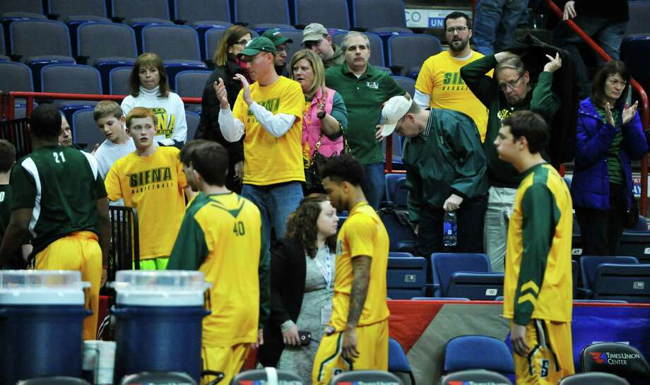 Siena fans applaud their team as they walk off the court after their loss to Iona in the MAAC Tournament on Sunday, March 6, 2016, in Albany, N.Y.    (Paul Buckowski / Times Union) Photo: PAUL BUCKOWSKI / 10035661A