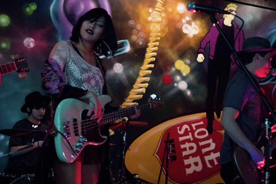Indie alter-native rock duo Scatter Their Own played the Mix Saturday night, March 12, 2016. Photo: By Ryan Ibarra, For MySA.com