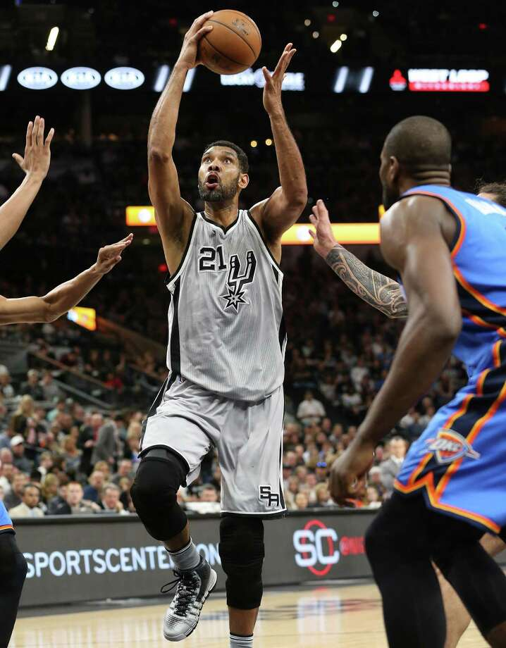 Tim Duncan goes up for a shot as the Spurs host the Thunder at the AT&T Center on March 12, 2016. Photo: Tom Reel /San Antonio Express-News / 2016 SAN ANTONIO EXPRESS-NEWS