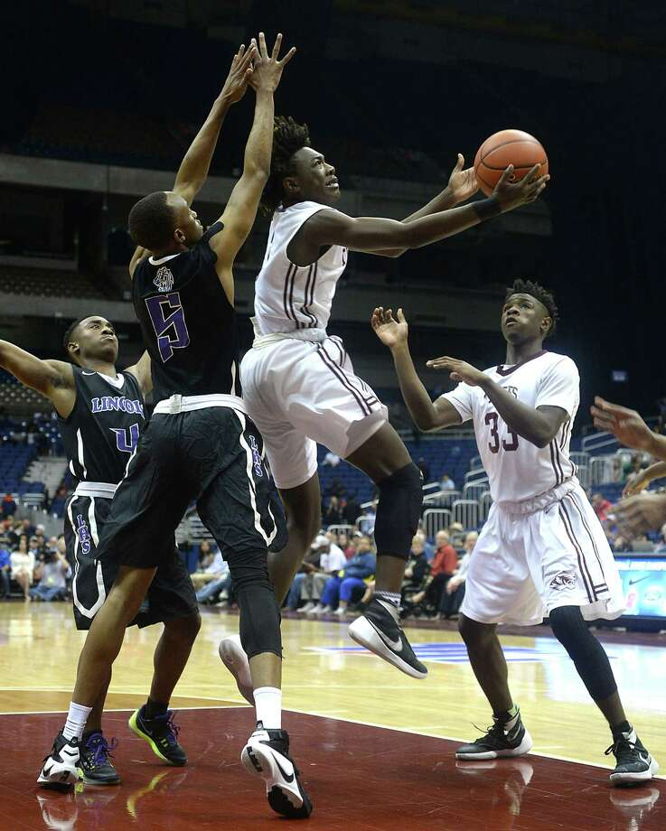 Silsbee's Devon McCain looks to connect with the basket as Dallas Lincoln's Kortrijk Miles defends during Saturday's Class 4A state final championship game at the Alamodome. Photo taken Saturday, March 12, 2016 Kim Brent/The Enterprise Photo: Kim Brent / Beaumont Enterprise