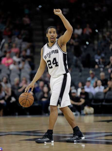 Spurs guard Andre Miller calls a play during the second half against the Detroit Pistons on March 2, 2016, in San Antonio. Photo: Eric Gay /AP / AP
