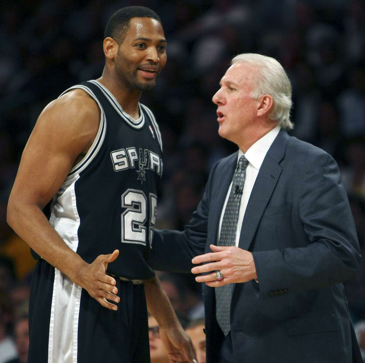 Former Spurs Robert Horry talks with coach Gregg Popovich during the Western Conference Finals in 2008. A reader congratulates the clutch player for being named to the San Antonio Sports Hall of Fame.