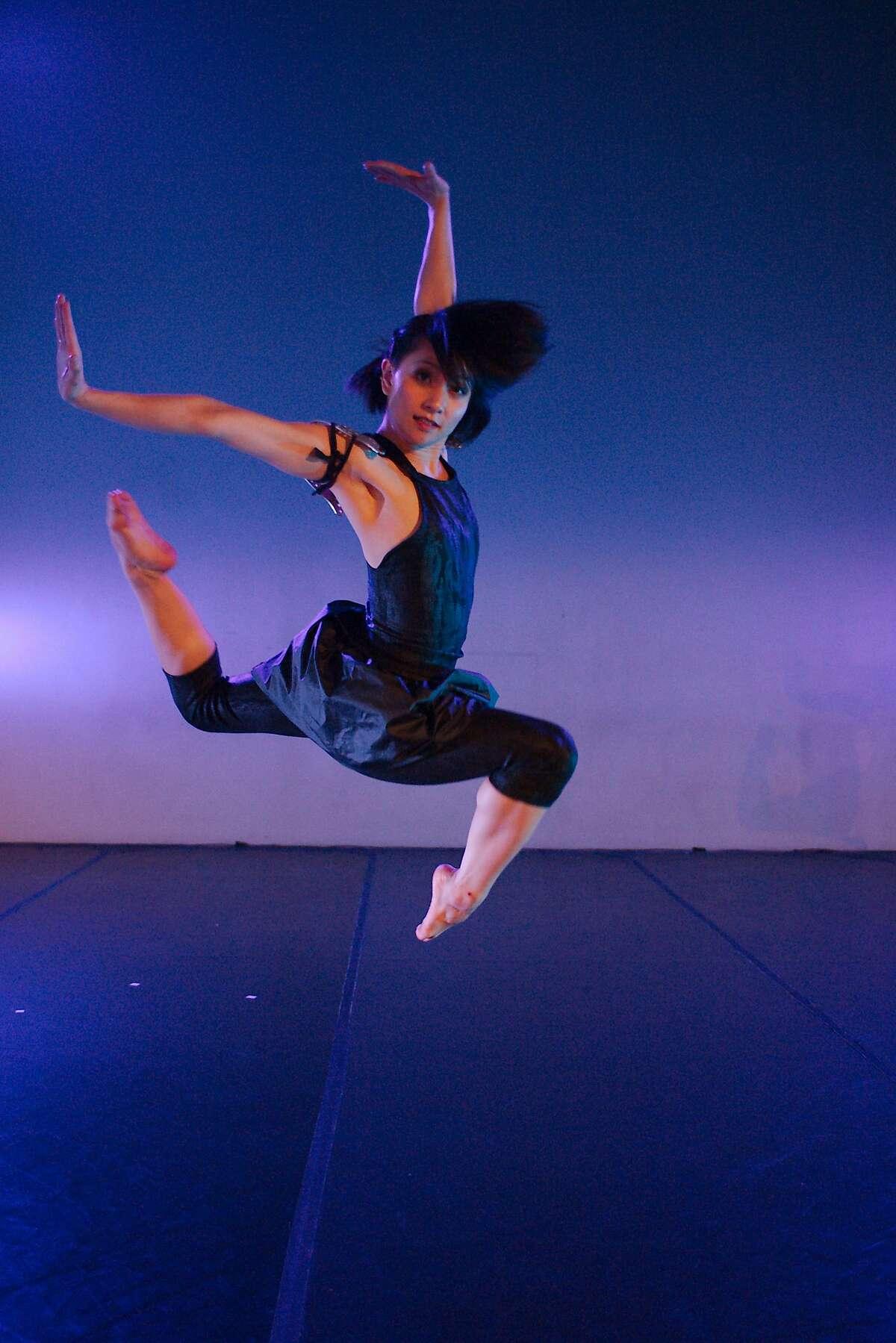 Linda Phung of Soulskin Dance performin