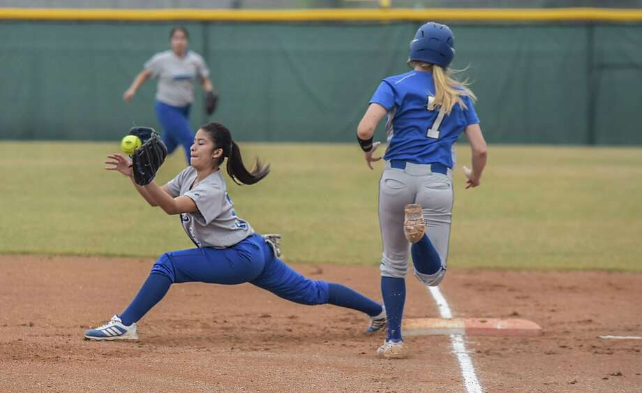 Laredo Cigarroa's Cristina Loredo catches the ball at first base on Friday afternoon as Somerset's Kayla Kerr runs towards first base at Zachary Field on March 20, 2015. Photo: Danny Zaragoza /Laredo Morning Times
