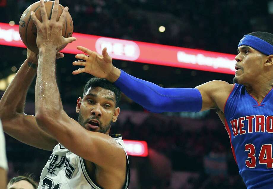 Tim Duncan gets bopped on the head by Tobias Harris after a defensive rebound as the Spurs host the Pistons at the AT&T Center on March 2, 2016. Photo: Tom Reel /San Antonio Express-News / 2016 SAN ANTONIO EXPRESS-NEWS