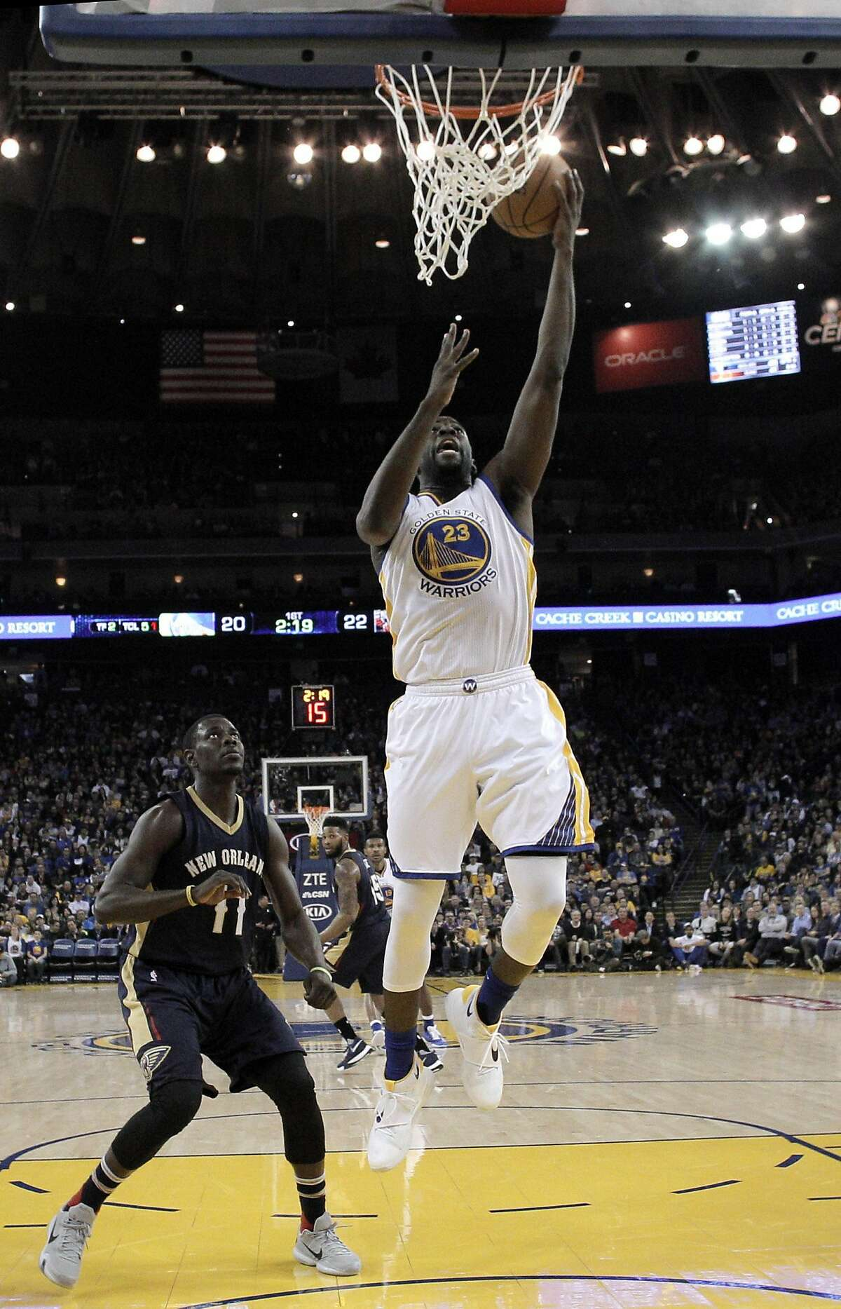 Draymond Green (23) puts in a layup in the first half as the Golden State Warriors played the New Orleans Pelicans at Oracle Arena in Oakland, Calif., on Monday, March 14, 2016.