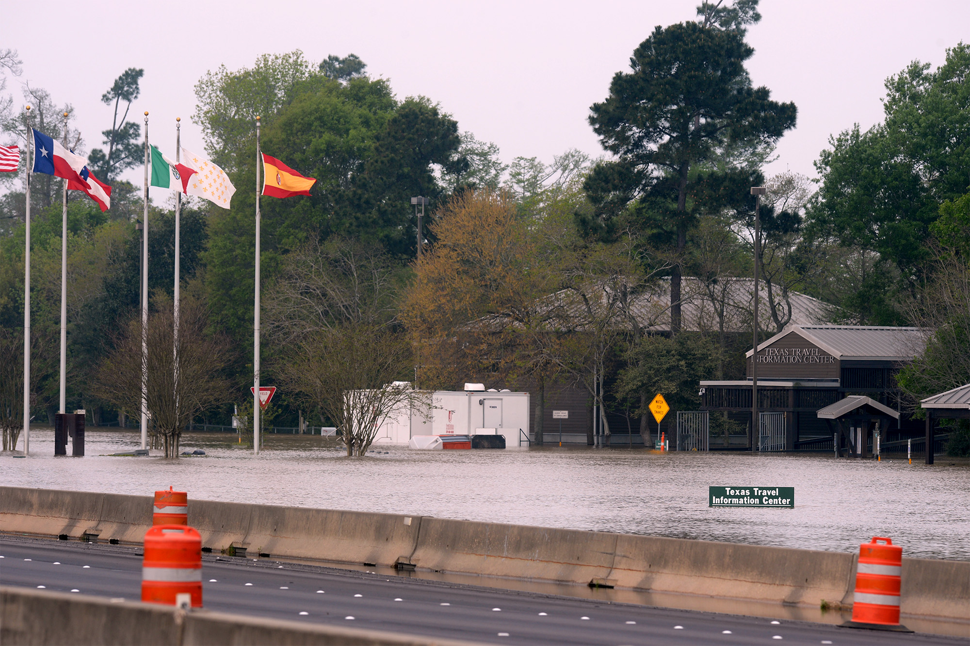 Update: I-10 at Texas-Louisiana state line closed