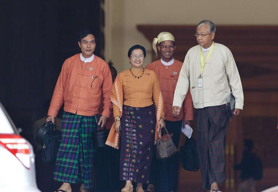 Htin Kyaw (right) and his wife, lawmaker Su Su Lwin (center), leave the parliament building in Naypyitaw. Photo: Aung Shine Oo, AP