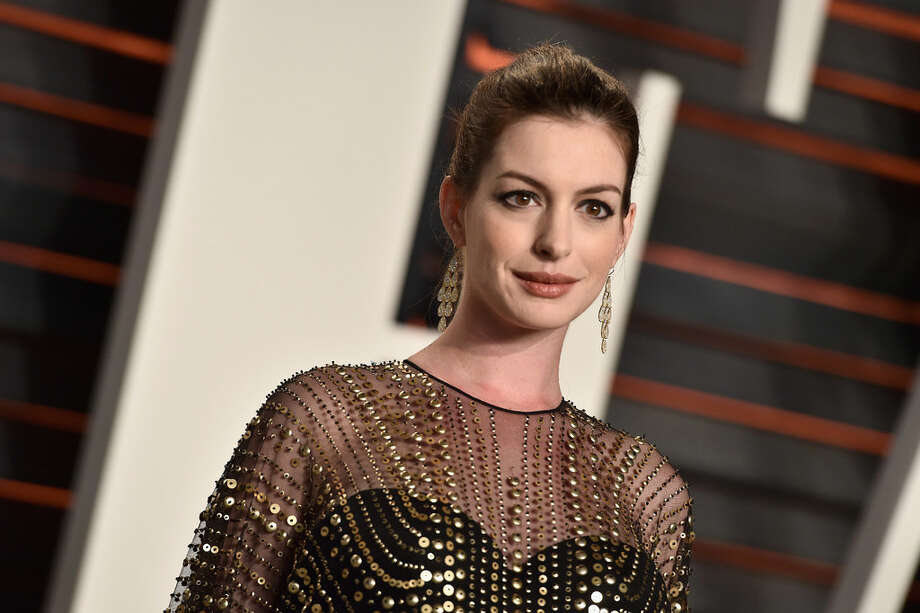 Anne Hathaway shared a video to Instagram that preemptively shut down body shamers by letting people know she was gaining weight for a role.>> See other celebrities who have gained or lost weight for a role. Photo: (Foto: Pascal Le Segretain/Getty Images)