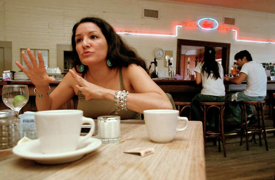 "Author Sandra Cisneros talks about her novel ""Caramelo"" at the Liberty Bar on Oct. 6, 2002. Photo: Courtesy D. Fahleson / CHRONICLE"