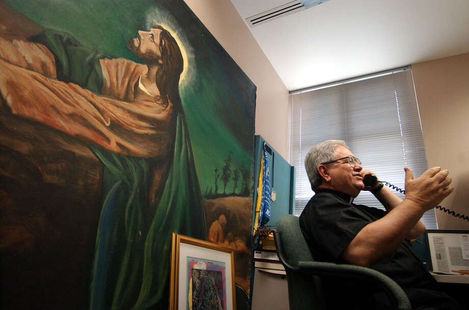 The Rev. Virgilio Elizondo in his cubicle at Catholic Television of San Antonio in 2002. Behind him is a backdrop of Jesus in Gethsemane.Click forward to read excerpts from Elizondo's suicide note. Photo: KAREN L. SHAW, STAFF / SAN ANTONIO EXPRESS-NEWS / SAN ANTONIO EXPRESS-NEWS