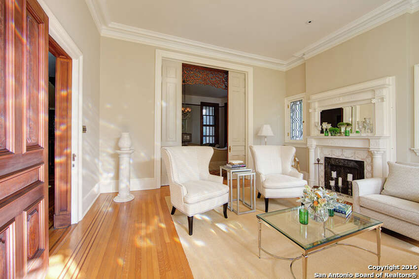 Its 5,981 square feet of space holds 4 bedrooms and 3.5 bathrooms.