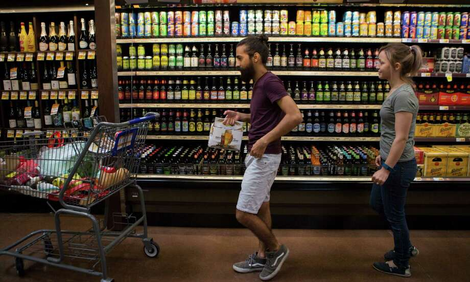 Justin and Magan Gonzales check out the beer selection Wednesday at the Kroger Marketplace's grand opening in Baytown. Photo: Marie D. De Jesus, Staff / © 2016 Houston Chronicle