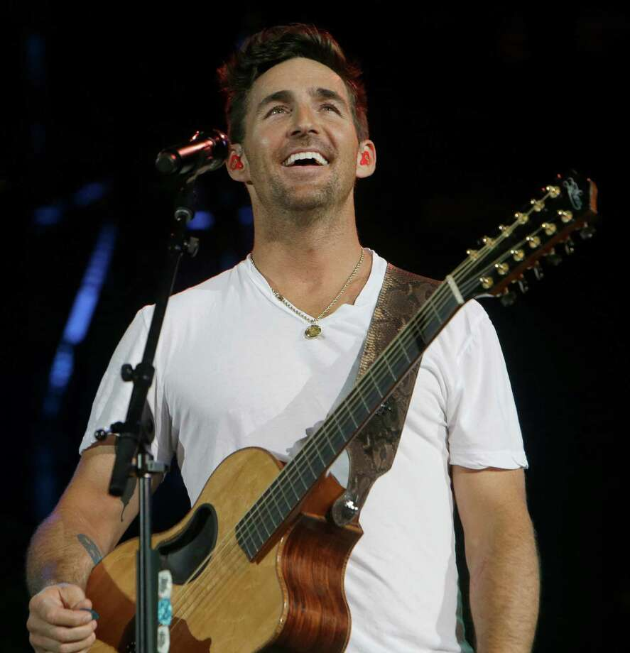 Jake Owen performs at RodeoHouston on Wednesday. Photo: Melissa Phillip, Houston Chronicle / © 2016 Houston Chronicle