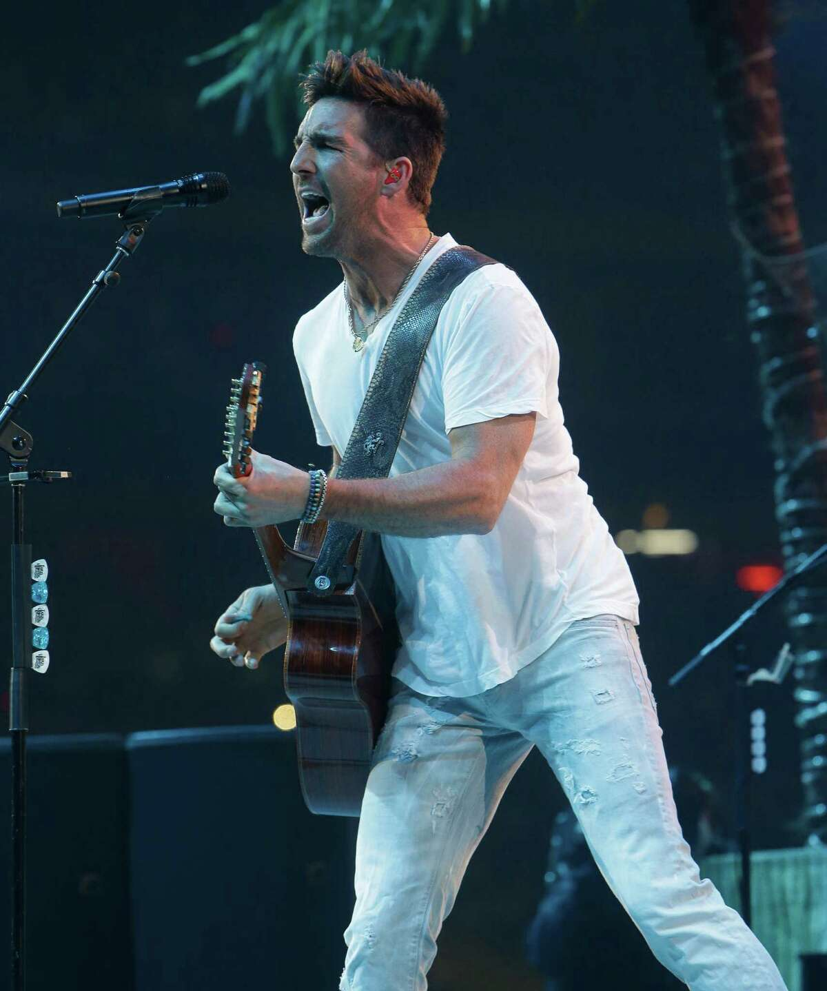 Jake Owen performs at RodeoHouston on Wednesday.