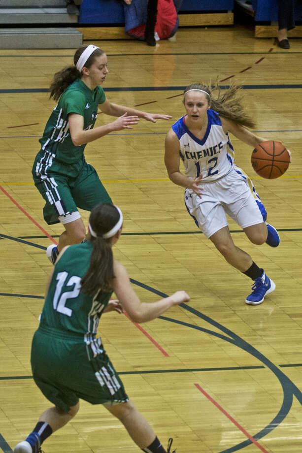 Midland's Sadie DeWildt dribbles the ball down the court during the game against Saginaw Heritage at Midland High School on Friday. Photo: Erin Kirkland/Midland Daily News