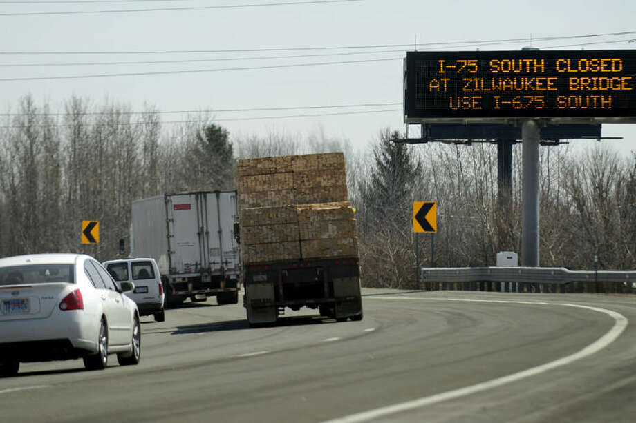NICK KING | nking@mdn.netA sign on U.S.-10 near Midland Road warns motorists of constriction on I-75. In addition to construction and weather alerts, the signs give drive times to nearby cities. Photo: Nick King/Midland  Daily News