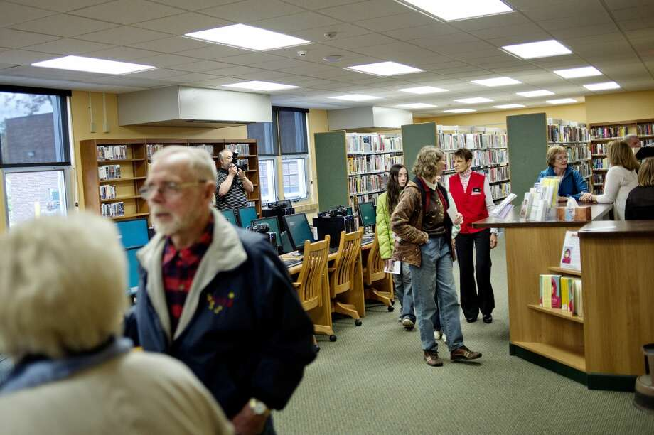 Guests tour the library at the Beaverton Activity Center in this Daily News file photo.