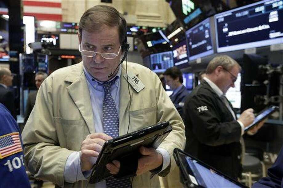 Corredores bursátiles en la sede de la Bolsa de Valores de Nueva York el 24 de febrero del 2016. (AP Photo/Richard Drew) Photo: Richard Drew