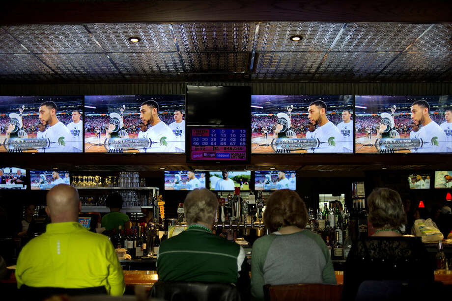 Big E's Sports Bar in Midland is offering free meals to veterans on Wednesday for Veterans Day. Photo: Nick King | Daily News File Photo