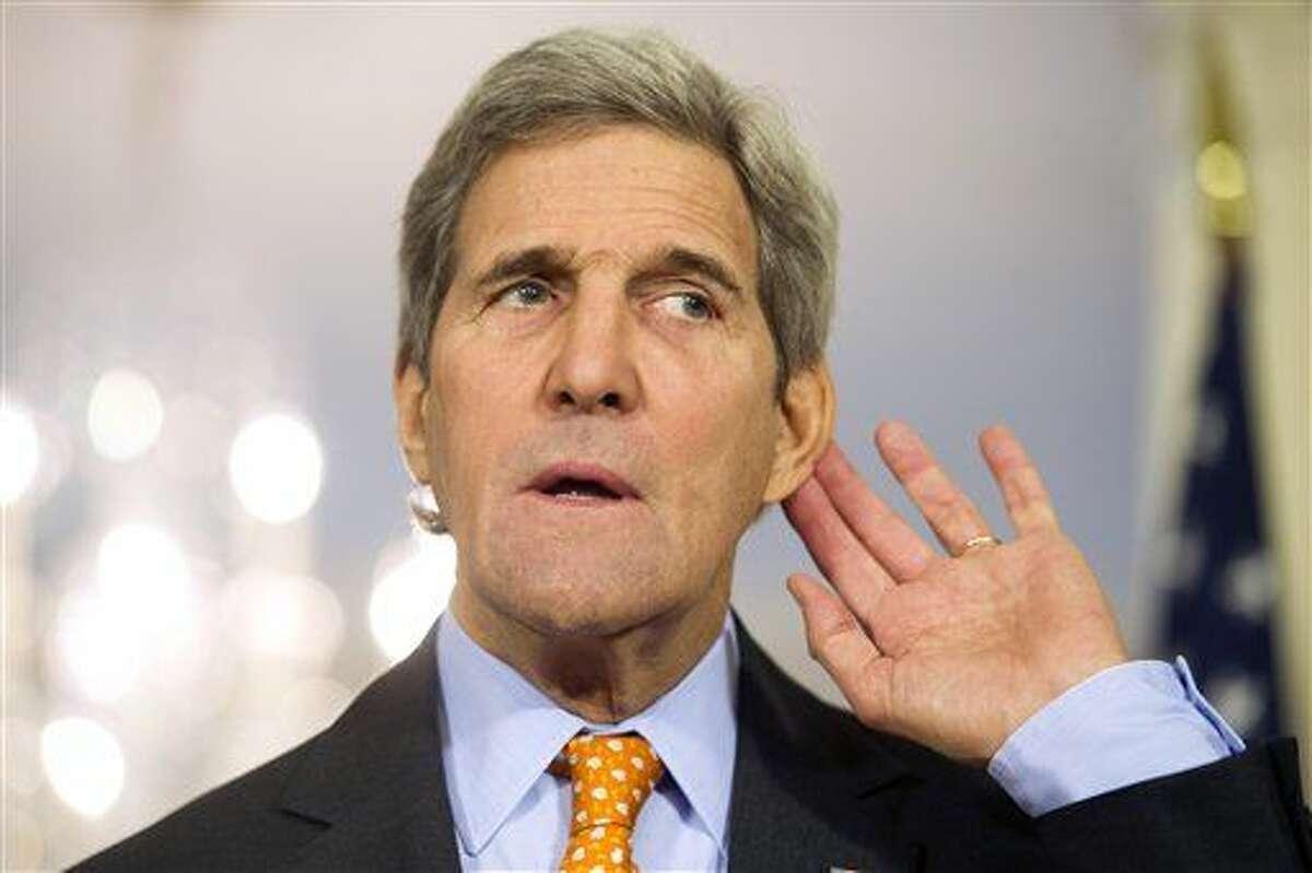 El secretario de estado norteamericano John Kerry en una conferencia de prensa en el Departamento de Estado el 17 de febrero del 2016. Kerry manifestó preocupación por lo que caracterizó como creciente militarización china en el Mar del Sur de la China. (AP Foto/Cliff Owen)