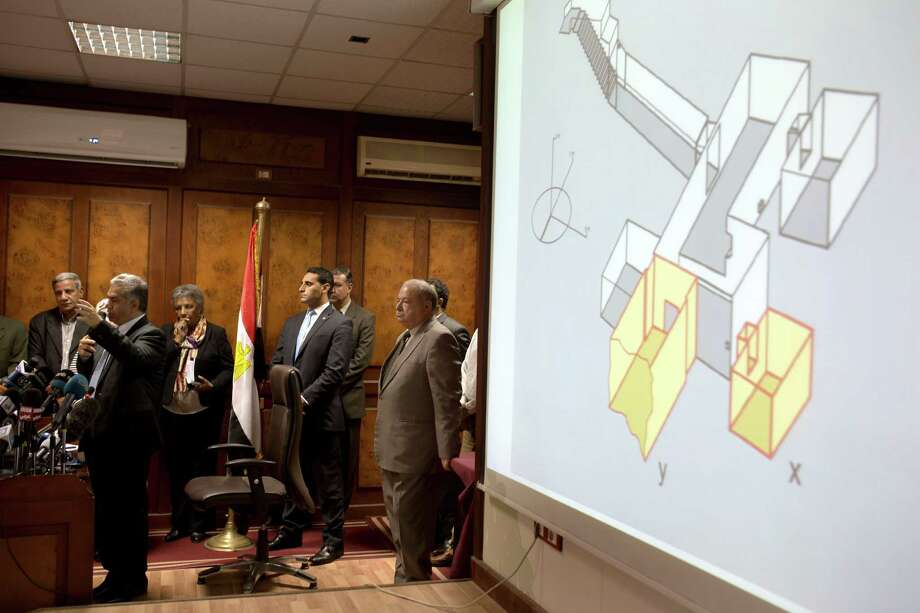 Egypt's Antiquities Minister, Mamdouh el-Damaty, left, presents on Thursday images of radar scans to King Tut's burial chamber on a projector, at the antiquities ministry in Cairo, Egypt. The scans suggest Queen Nefertiti could be buried there. Photo: Amr Nabil, STF / AP