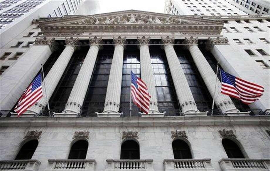 La fachada de la sede de la Bolsa de Valores de Nueva York en una foto tomada el 10 de febrero del 2011. (AP Photo/Mark Lennihan, File) Photo: Mark Lennihan