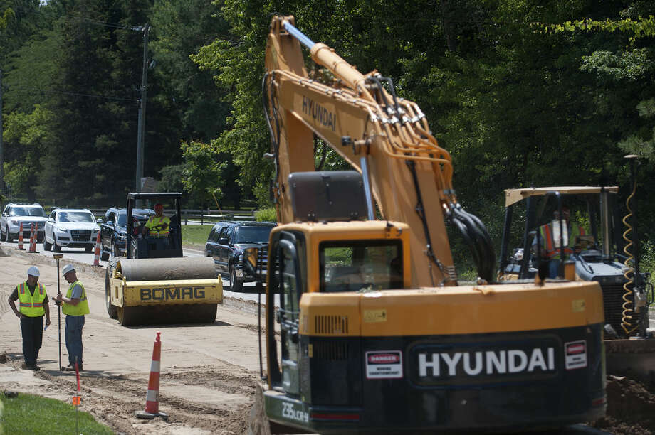 Construction crews work on Eastman Road between St. Andrews Road and Sugnet Road. The Eastman Road construction project is on schedule to be completed mid-November of this year. Photo: Brittney Lohmiller | Midland Daily News