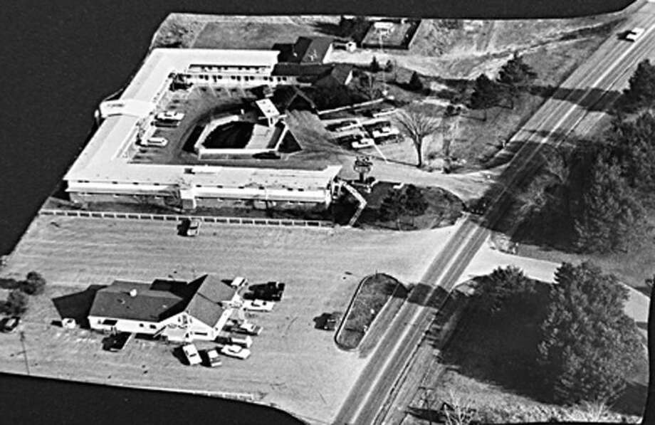 Midland Restaurant is in the foreground with Gate-Way Motel in the back. Saginaw Road is to the right. Photo: Daily News File Photo