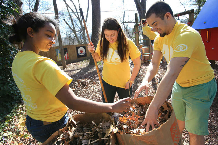 (Left to Right) Alexis Reed, Lydia Miller, both of Farmington Hills, MI and Pierce Andersen, of Flint, MI are among twelve Central Michigan University students arrived at the Jerusalem House Monday in Atlanta, GA to spend their Alternative Break week to help with projects to improve the home and in the community. CMU President George Ross met the students and worked with them and commended them on their good work. CMU is ranked fourth in the nation for the number of students participating in Alternative Breaks and fifth in the country for the most trips coordinated by a university. The program organizes about 40 trips each year with more than 400 students participating. Photo by Steve Jessmore/Central Michigan University Photo: Steve Jessmore