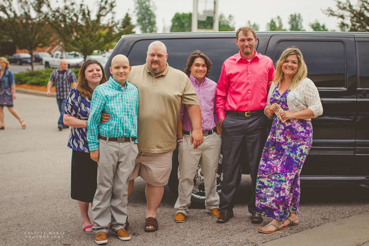 The Fulkerson family arrives at the ABC Make-A-Wish dinner/dance by limo.