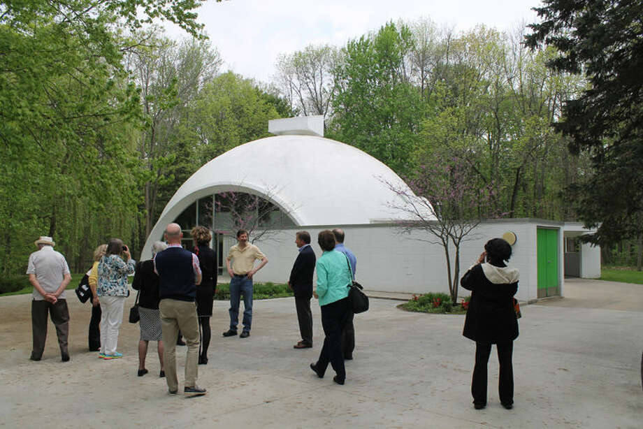 Conference attendees receive a tour of The Dome House/The Robert E. and Barbara Schwartz House. Photo: Photo By Elaine Robinson