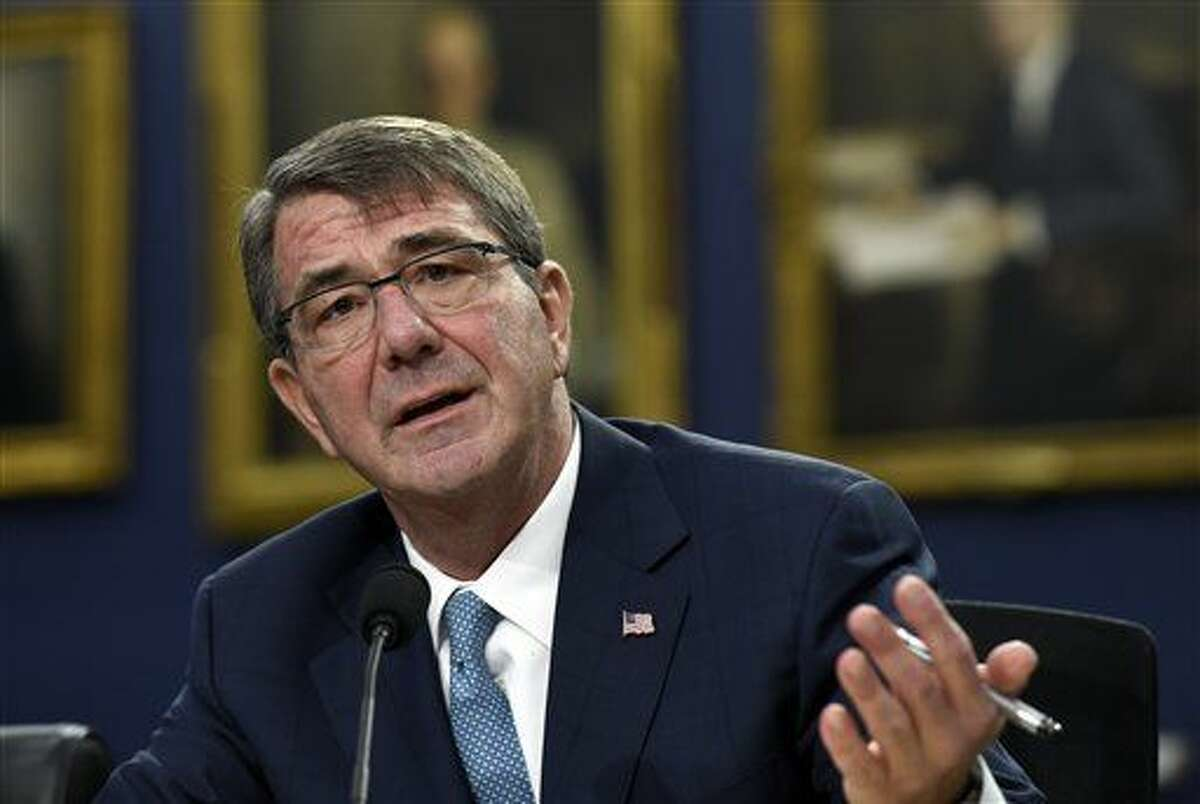 El secretario de defensa estadounidense Ash Carter declara ante un subcomité de la Comisión de Asignaciones de la Cámara de Representantes el jueves, 25 de febrero del 2016. (Foto AP/Susan Walsh)