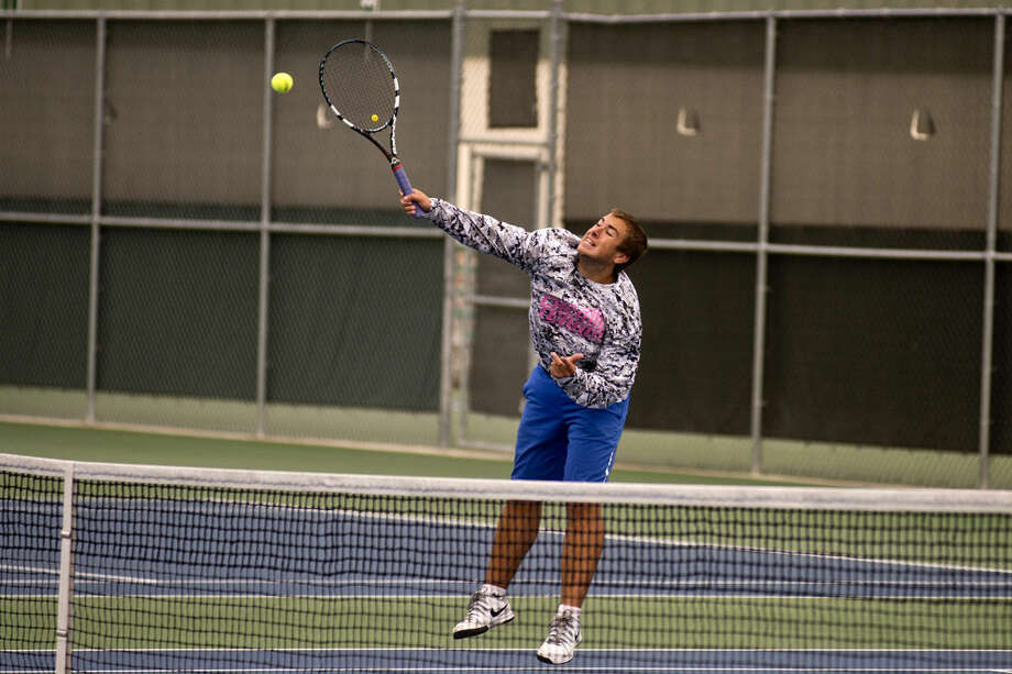 Midland's Brendan Doyle returns the ball in a preliminary one doubles match during Division 1 State Tennis Regionals on Thursday at the Greater Midland Tennis Center. Photo: Erin Kirkland | Midland Daily News