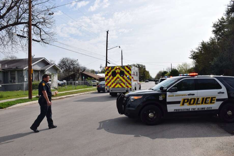 San Antonio police were called to the 800 block of Nevada around 1 p.m.on March 18, 2016, after receiving report of gunfire. As officers worked the scene Friday afternoon, the shooter was still at large. Photo: Mark D. Wilson/San Antonio Express-News