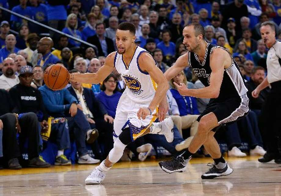 Stephen Curry of the Golden State Warriors dribbles past Manu Ginobili of the Spurs at Oracle Arena on Jan. 25, 2016 in Oakland. Photo: Ezra Shaw /Getty Images