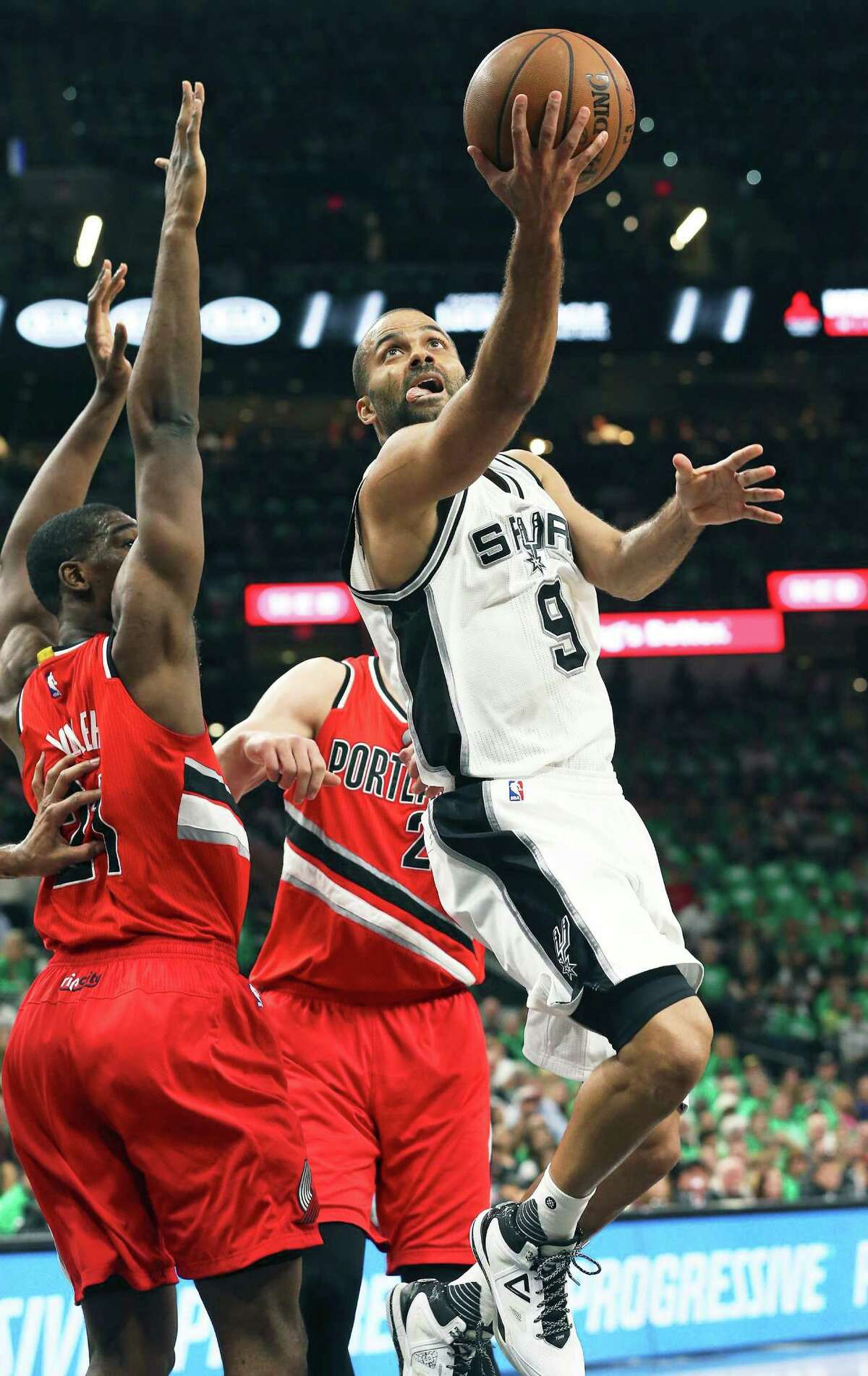 Tony Parker twists in for a layup as the Spurs host the Blazers at the AT&T Center on March 17, 2016.