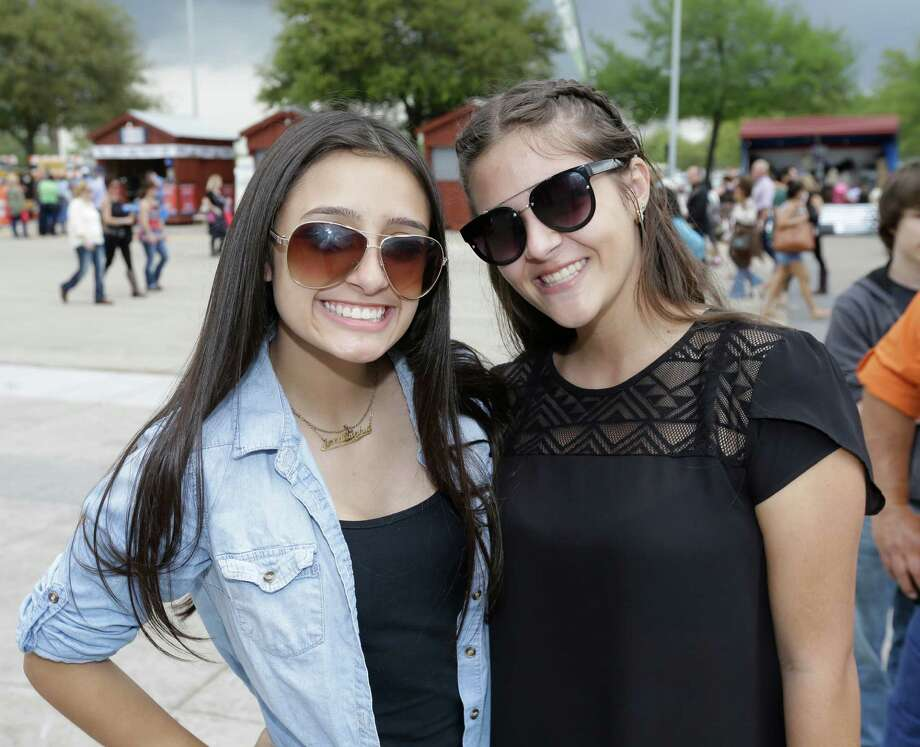 Fans at RodeoHouston on Friday Photo: Melissa Phillip, Houston Chronicle / © 2016 Houston Chronicle
