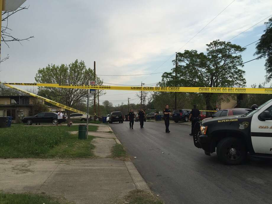 Three people were reportedly wounded in a shooting in the 600 block of Morningview Road at March 18, 2016. Photo: Mariah Medina