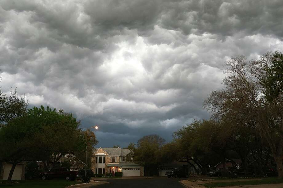 Storms could be seen headed to San Antonio about 7:30 p.m. Friday. Photo: Jerry Lara, San Antonio Express News