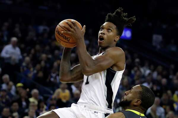 San Antonio Spurs' Kawhi Leonard, right, shoots over Golden State Warriors' Klay Thompson during the second half of an NBA basketball game Tuesday, Oct. 25, 2016, in Oakland, Calif. (AP Photo/Ben Margot)