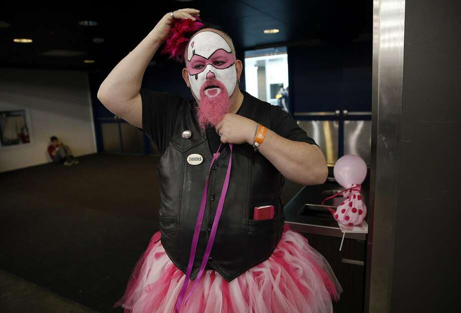 "Dave ""The Pink Clown"" readjusts his costume at Silicon Valley Comic Con. Photo: Scott Strazzante, The Chronicle"
