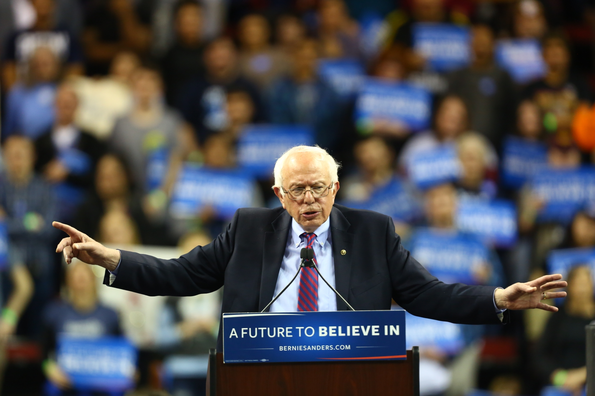 Washington primary poll: Bernie Sanders leads at 21% with 'core support'