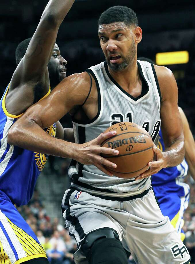 Tim Duncan pivots in the lane as the Spurs host the Warriors at the AT&T Center  on March 19, 2016. Photo: TOM REEL, STAFF / SAN ANTONIO EXPRESS-NEWS / 2016 SAN ANTONIO EXPRESS-NEWS