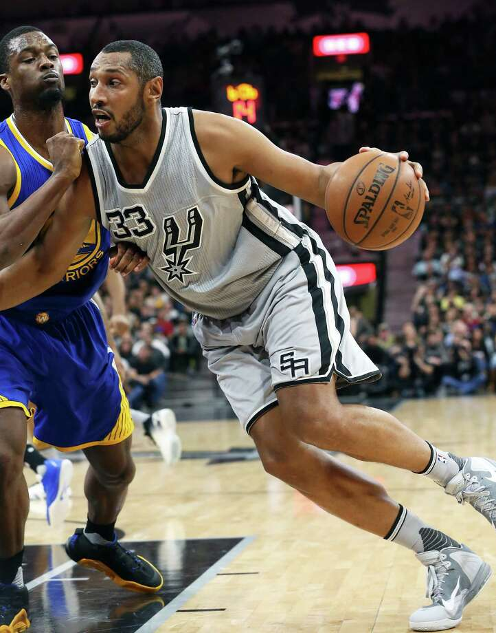 Boris Diaw gains momentum moving to the basket as the Spurs host the Warriors at the AT&T Center  on March 19, 2016. Photo: TOM REEL, STAFF / SAN ANTONIO EXPRESS-NEWS / 2016 SAN ANTONIO EXPRESS-NEWS
