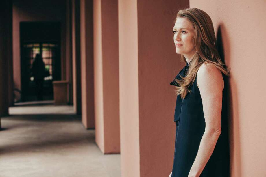 """Mireille Enos, who is known for bringing mesmerizing stillness to unhappy characters, will change pace with a lighthearted private investigator character on the new ABC series """"The Catch."""" Photo: ELIZABETH WEINBERG, STR / NYTNS"""