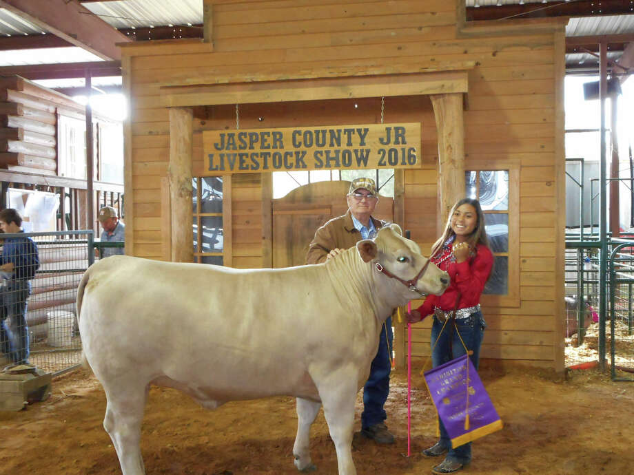 Yasmin Gomez with her Grand Champion Heifer photo by Shannon Stott