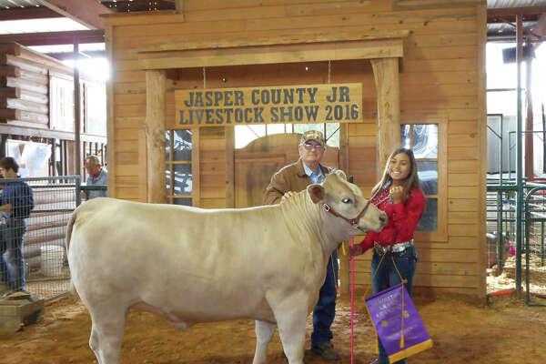 Yasmin Gomez with her Grand Champion Heifer photo by Shannon Stott