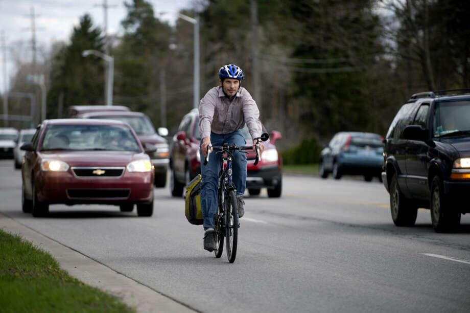 NEIL BLAKE | nblake@mdn.netJosh Stevens commutes home on Saginaw Road. Stevens has been cycling to work for the last 15 years, and even cycles to work during the winter. His commute takes 15 to 20 minutes. Photo: Neil Blake/Midland Daily News